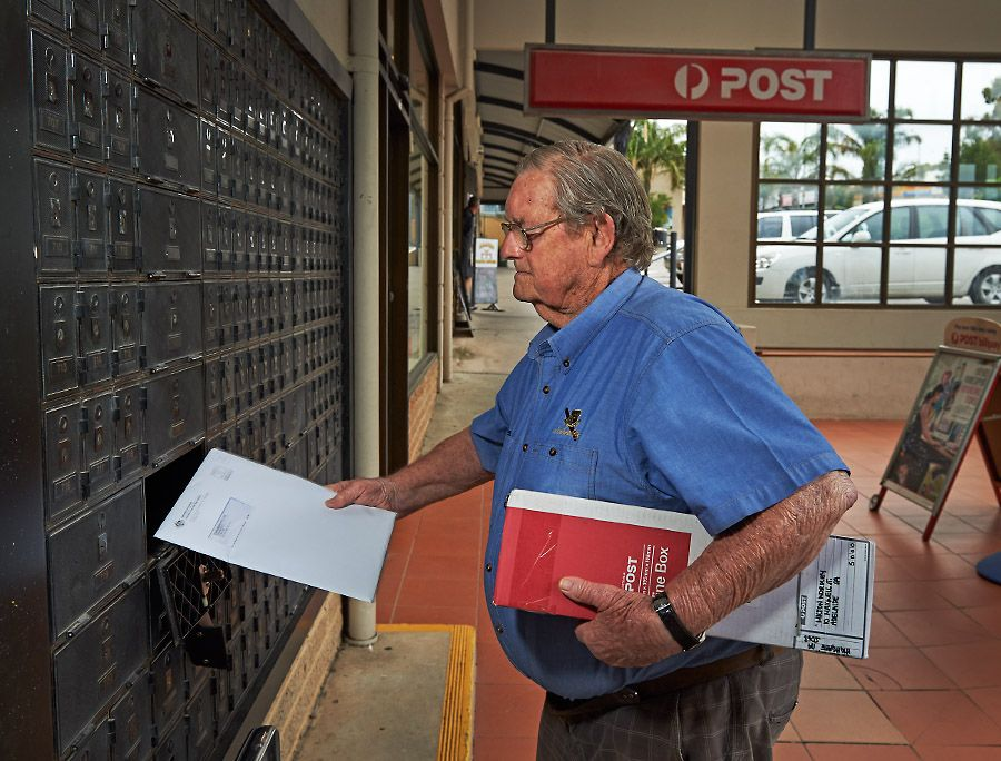 d'Arry still collects the mail every day. Photo : Milton © Wordley